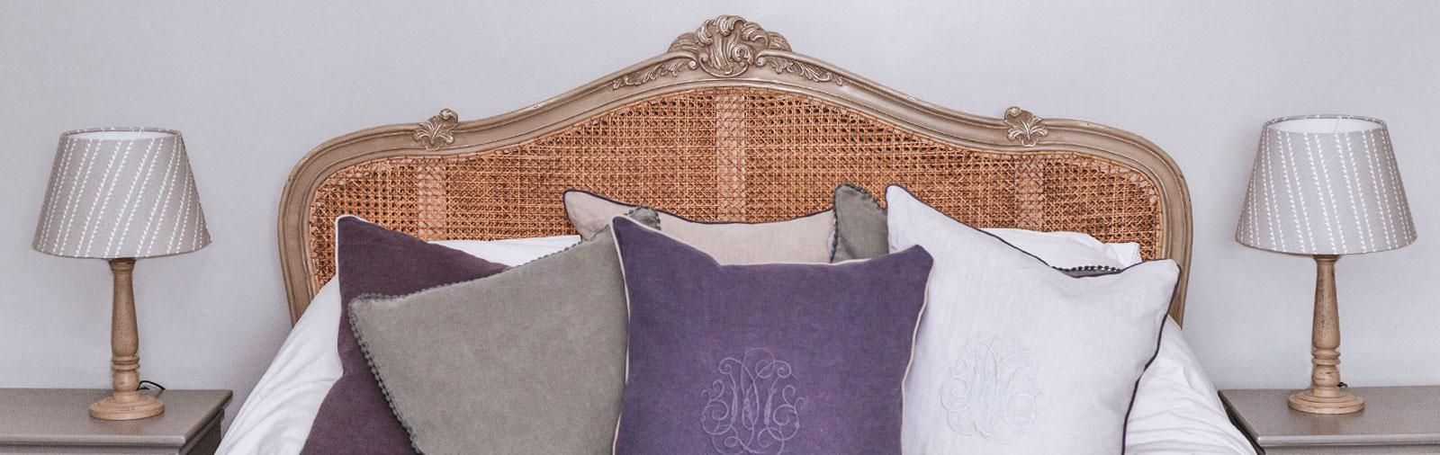 bedside-lights-cushions