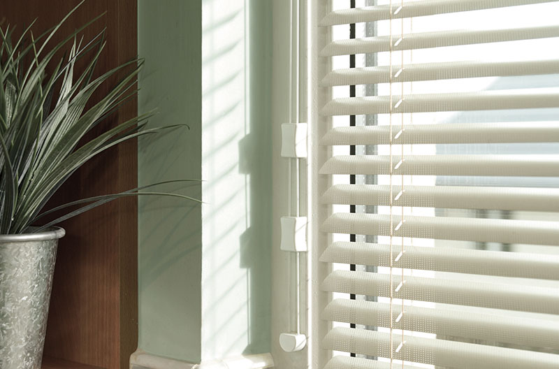 close-up-fitted-venetian-blinds