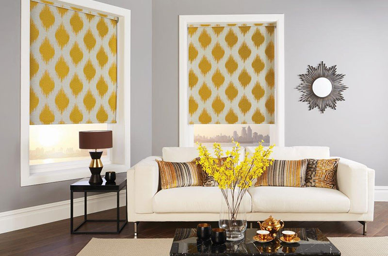 yellow-blinds-living-room